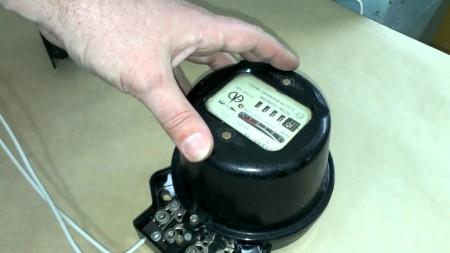 Повреждение электросчетчика