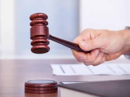 Оспорение права в суде